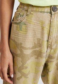 One Teaspoon - SAFARI CAMO BANDITS - Straight leg -farkut - light green - 3