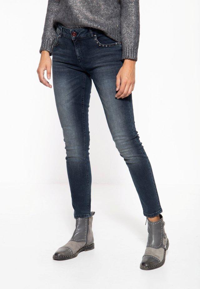 MIT NIETEN LEONI - Slim fit jeans - denim