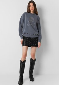Scalpers - WITH SKULL LOGO AND STUDS - Sweater - grey - 1