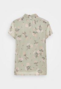 Vero Moda - VMZALLIE  - T-shirts med print - desert sage - 1