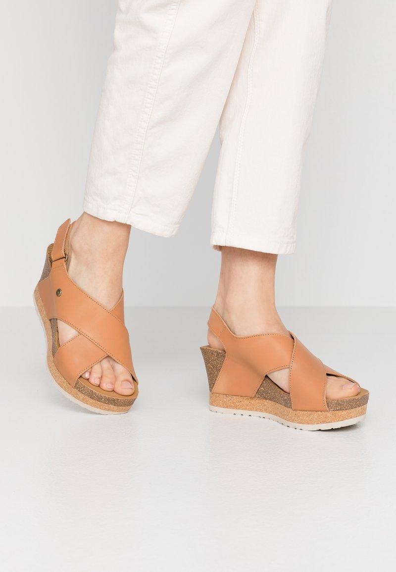 Panama Jack - VALESKA NATURE - Sandály na platformě - kamel
