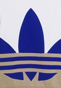 adidas Originals - BIG CREW - Felpa - white/khaki/blue - 2