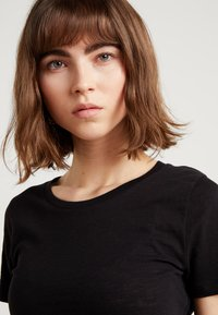 J.CREW - VINTAGE CREWNECK TEE - Basic T-shirt - black - 4
