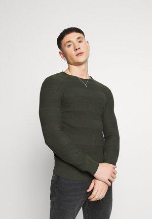 SAVION  - Stickad tröja - rosin