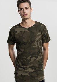 Urban Classics - Print T-shirt - olive - 0