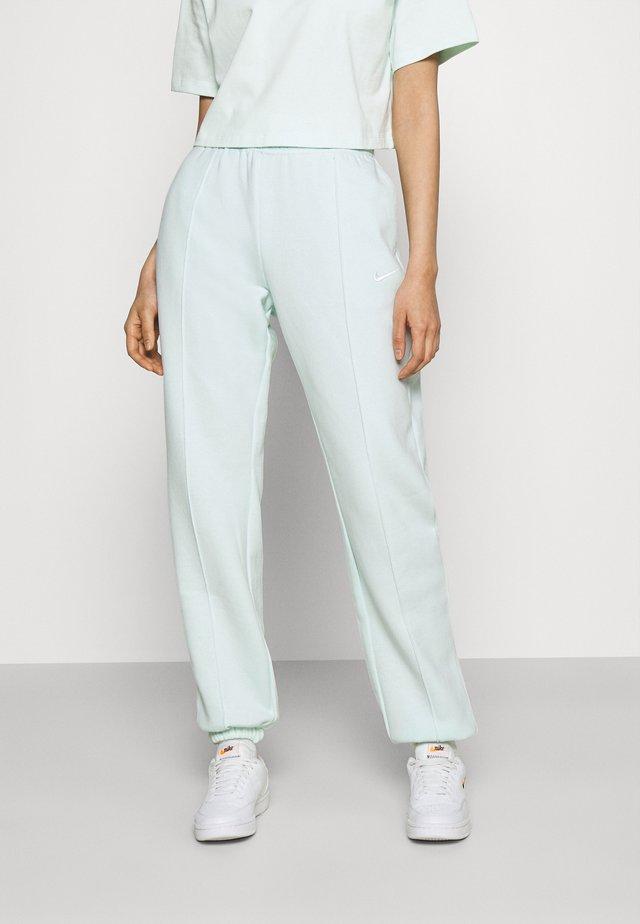 PANT TREND - Pantalon de survêtement - barely green/white