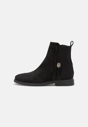 ESSENTIALS FLAT BOOT - Classic ankle boots - black