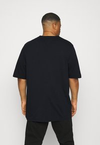 Tommy Hilfiger - SPLIT TEE - Print T-shirt - desert sky - 2