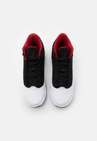 Jordan - MAX AURA 2 UNISEX - Zapatillas de baloncesto - white/gym red/black - 3