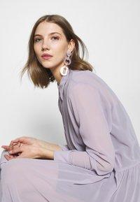 Monki - COLLINA DRESS - Blusenkleid - solid purple - 3