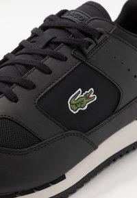 Lacoste - PARTNER PISTE - Sneakersy niskie - black/grey - 5