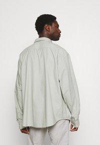 DOCKERS - SHIRT - Overhemd - aqua grey - 2