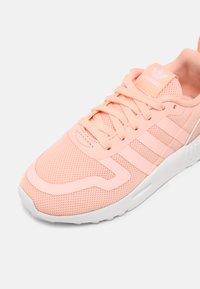 adidas Originals - MULTIX UNISEX - Trainers - haze coral/white - 6