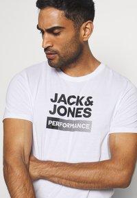 Jack & Jones - JCOZ SPORT LOGO TEE 2 PACK - T-Shirt print - black/white - 5