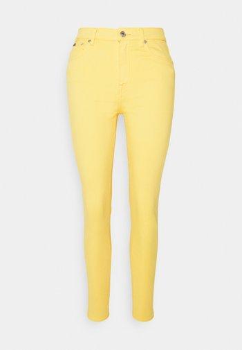 RIELLA - Jeans Skinny Fit - yellow
