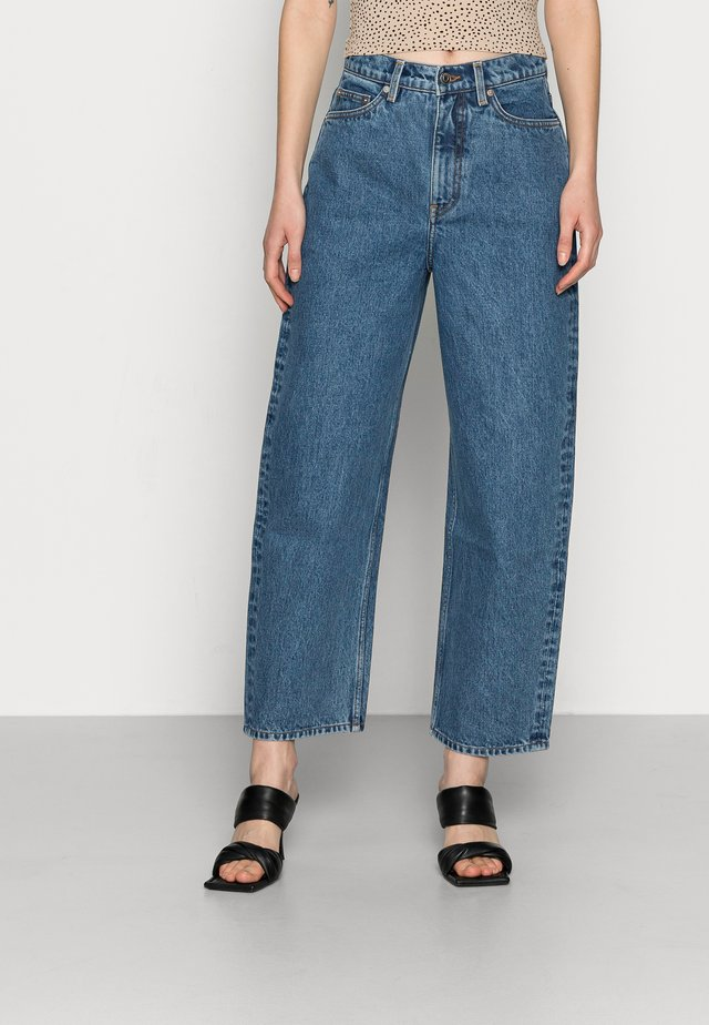 CROPPED NIGHT WASH - Džíny Straight Fit - blue