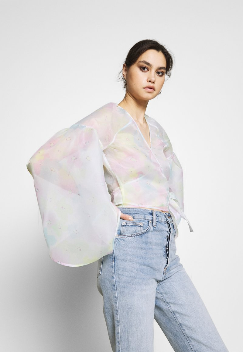 Who What Wear - THE WIDE SLEEVE WRAP - Blouse - off white