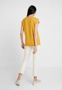 Vero Moda - T-paita - amber gold - 2