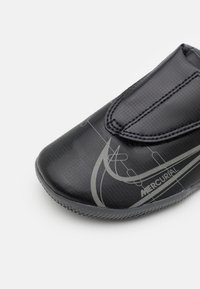 Nike Performance - MERCURIAL JR VAPOR 14 CLUB IC UNISEX - Indoor football boots - black/iron grey - 5