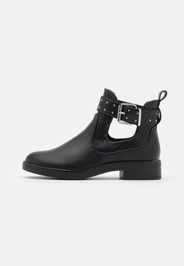 ONLBIBI STRAP - Korte laarzen - black