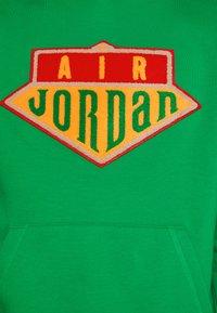 Jordan - HOODIE - Sweatshirt - lucky green/track red - 4