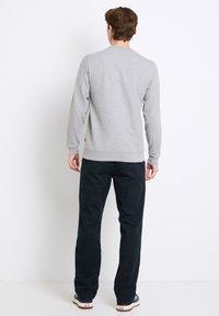 Vans - CLASSIC CREW - Sweatshirt - cement heather-black - 2