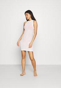 Solid & Striped - THE CARSON DRESS TECH - Ranta-asusteet - marshmallow - 0