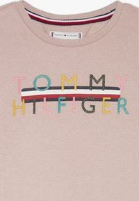 Tommy Hilfiger - ICONIC LOGO CREW  - Mikina - pale mauve - 4