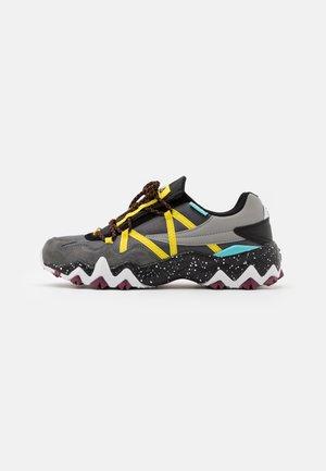 TRAILER - Sneakersy niskie - castlerock/aurora