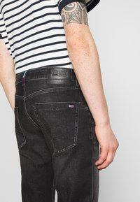 Tommy Jeans - SCANTON SLIM - Slim fit jeans - grey denim - 5