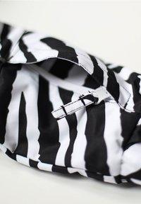 WeeDo - Snowsuit - zebra white - 5