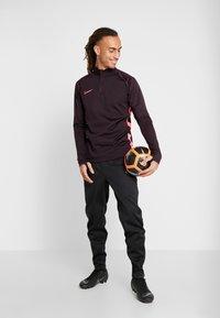 Nike Performance - DRY  - Camiseta de deporte - burgundy ash/racer pink - 1