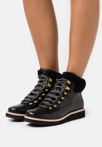 Cole Haan - ZEROGRAND EXPLORE HIKER WP - Lace-up ankle boots - black/grey - 0