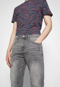 TOM TAILOR DENIM - TAPERED CONROY  - Jeans Tapered Fit - mid stone grey - 3