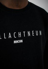 PLUSVIERNEUN - MÜNCHEN - Sweatshirt - black - 9