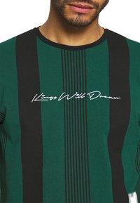 Kings Will Dream - VEDTON STRIPE TEE - T-shirt print - evergreen/black - 5