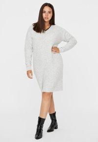 Vero Moda Curve - Abito in maglia - light grey melange - 1