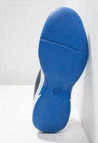 Lotto - COURT LOGO 8 ID - Zapatillas de tenis para moqueta sintética - blue - 4