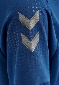 Hummel - Print T-shirt - true blue - 3