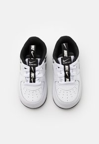 Nike Sportswear - FORCE 1 UNISEX - Lauflernschuh - white/black/silver - 3