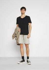 Selected Homme - SLHWYATT O NECK TEE  - T-shirt - bas - black - 1