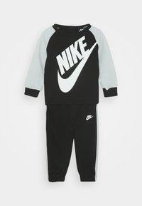 Nike Sportswear - OVERSIZED FUTURA CREW BABY SET - Trainingspak - black - 0