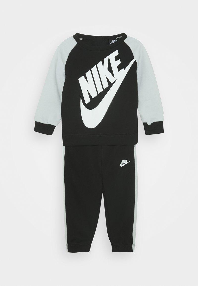 Nike Sportswear - OVERSIZED FUTURA CREW BABY SET - Trainingspak - black