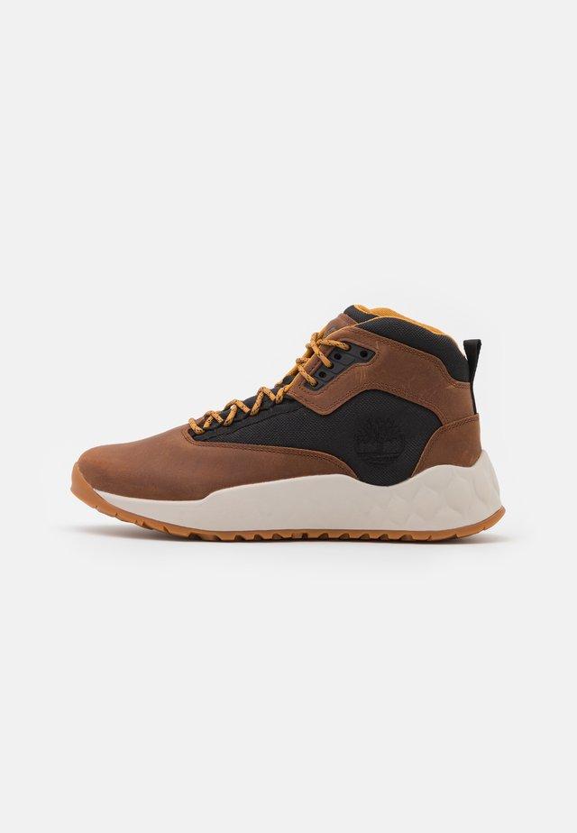 SOLAR WAVE MID EK+ - Sneakers high - mid brown