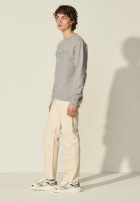 sandro - CREW  - Sweatshirt - gris chiné - 1