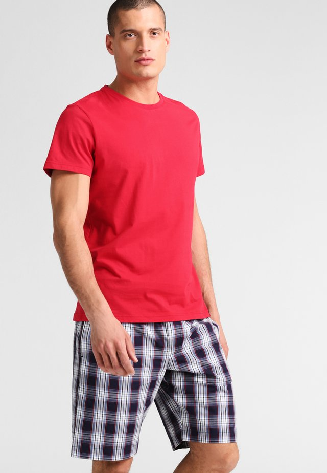 SET - Yöasusetti - red