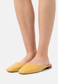 Loeffler Randall - ZOSIA - Mules - butter glove - 0