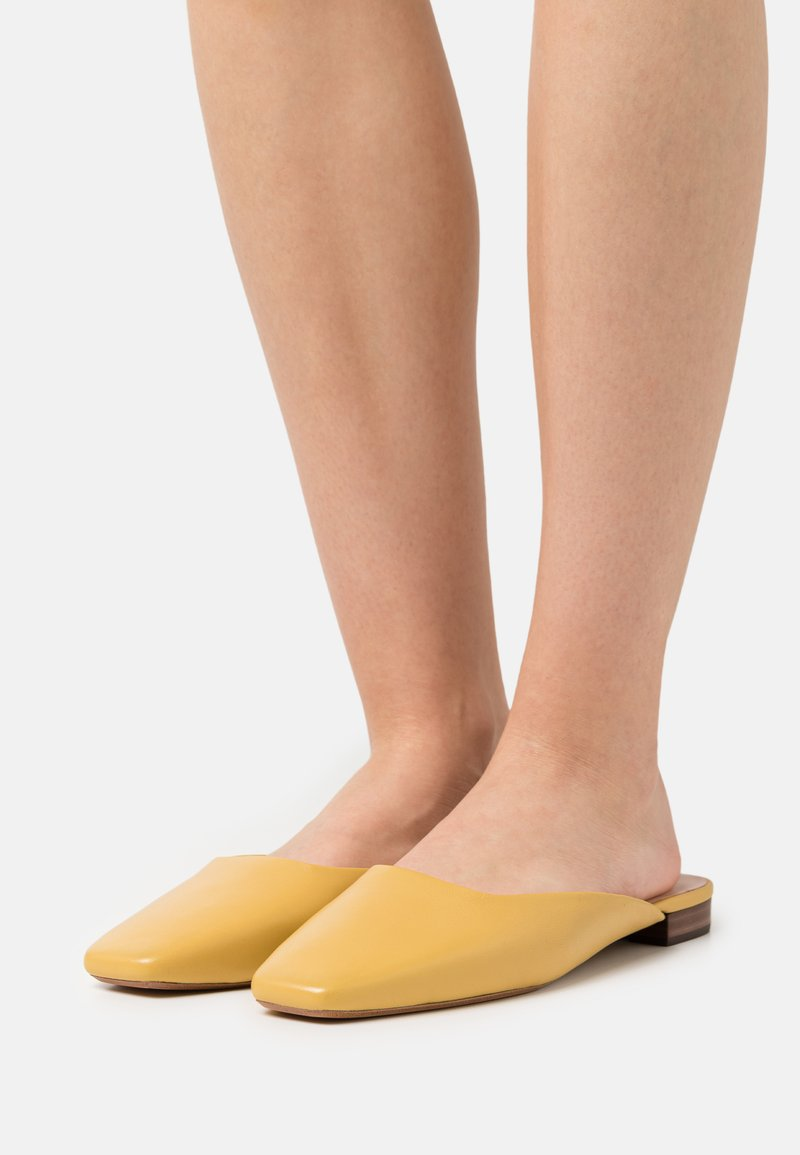 Loeffler Randall - ZOSIA - Mules - butter glove