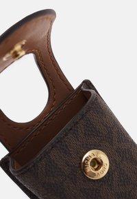 MICHAEL Michael Kors - TRAVEL ACCESSORIES SANITIZR - Andre accessories - brown - 2