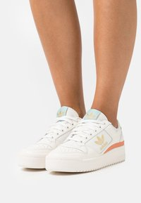 adidas Originals - FORUM BOLD  - Sneakers laag - cloud white/offwhite/halo blue - 0